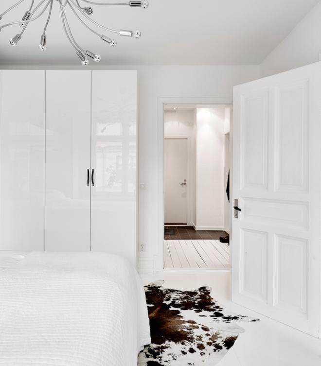 white-bedroom-swedish-apartment